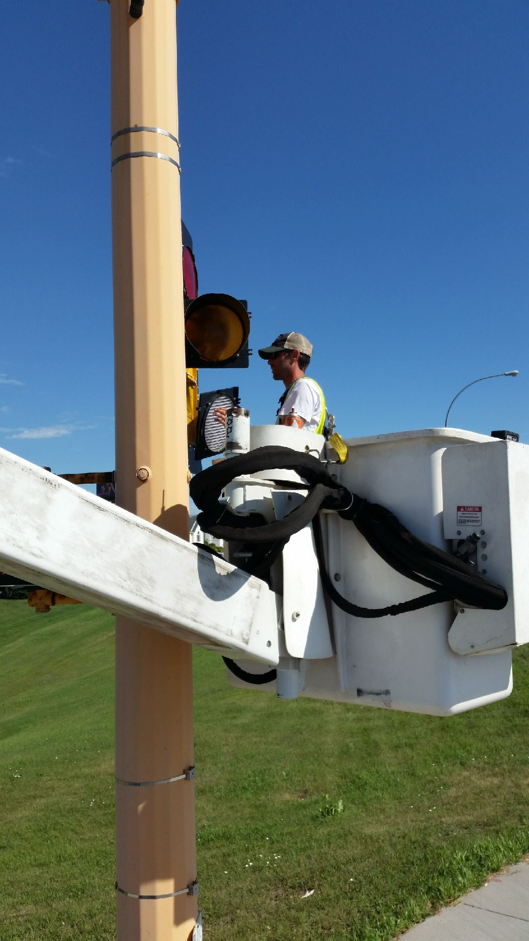 Installing LED module on traffic signal
